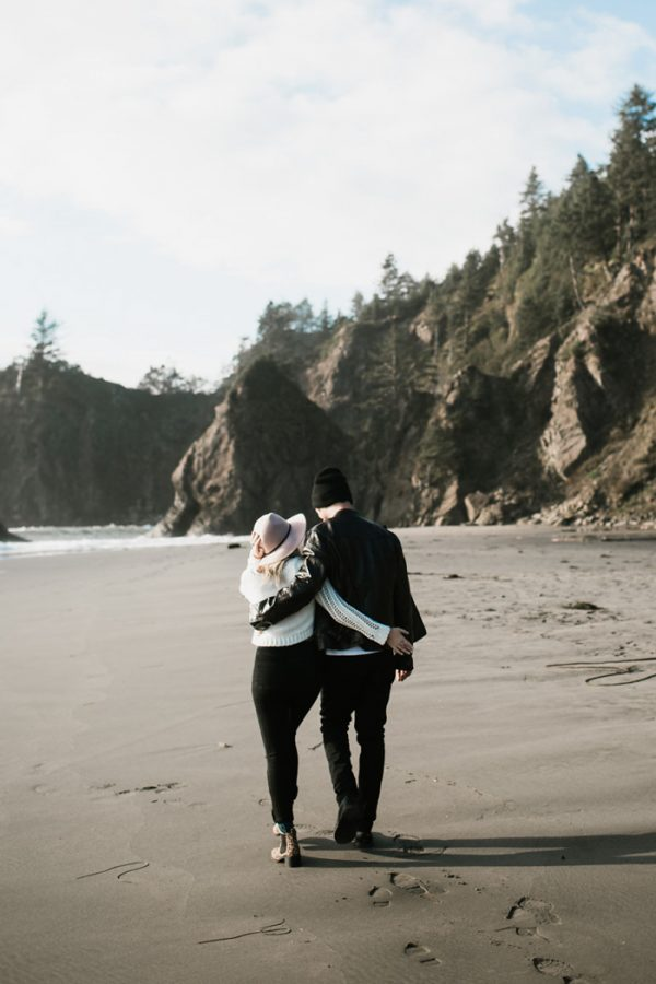 stylish-engagement-photos-on-second-beach-1