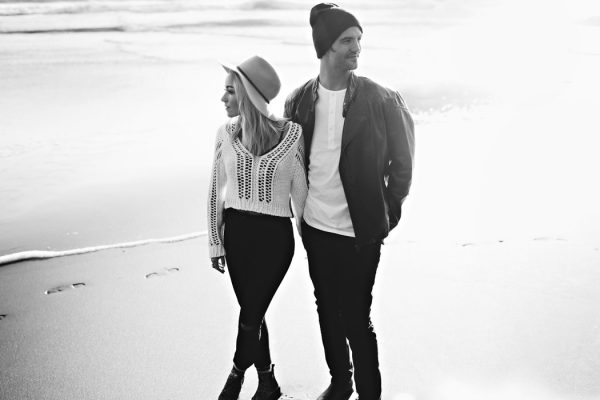 stylish-engagement-photos-on-second-beach-10