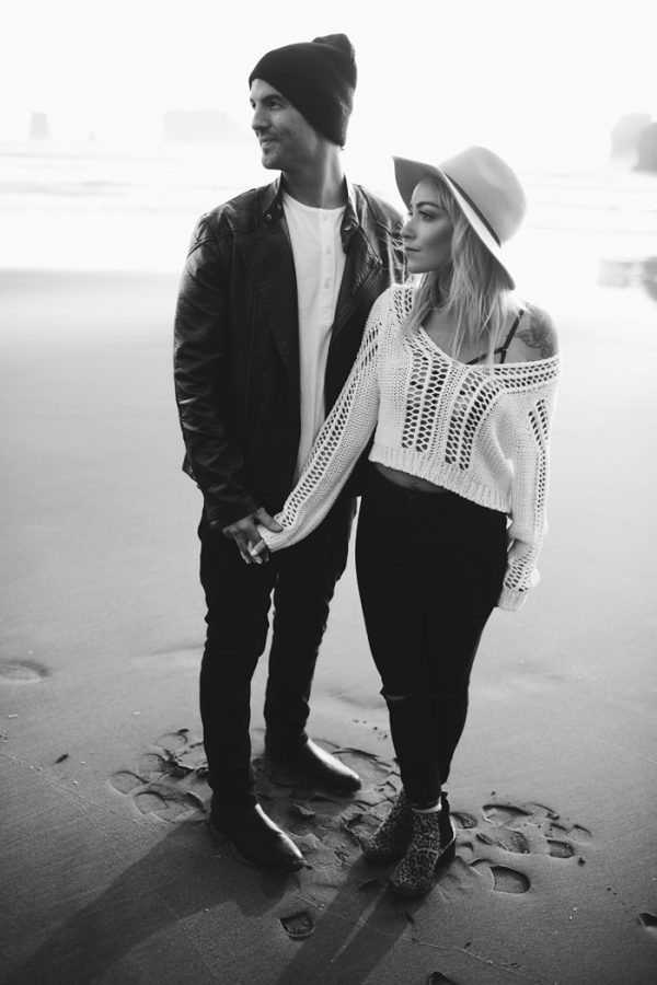 stylish-engagement-photos-on-second-beach-12