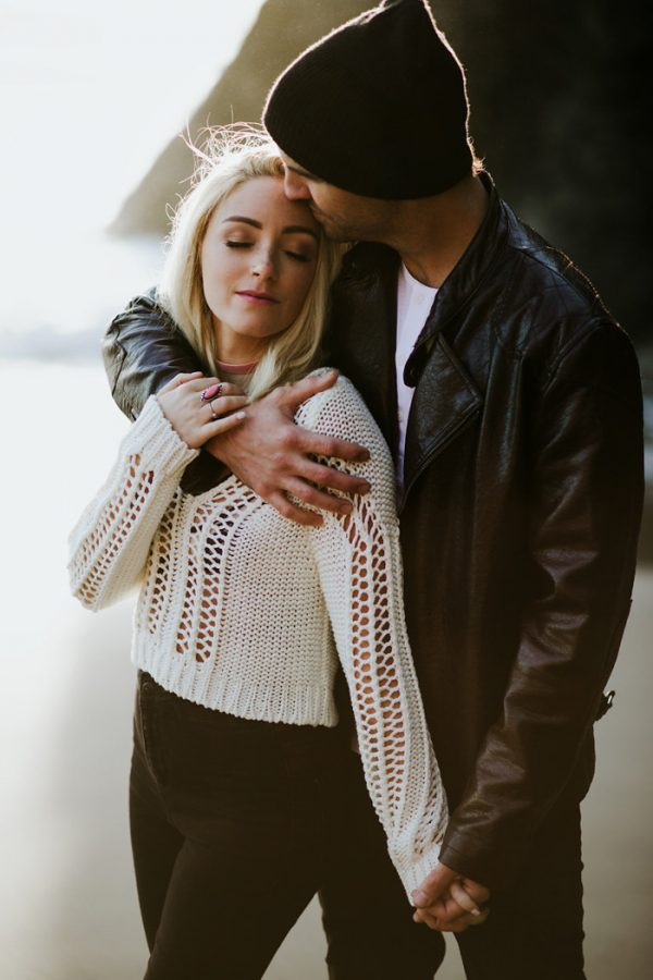 stylish-engagement-photos-on-second-beach-13