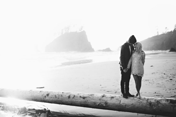 stylish-engagement-photos-on-second-beach-17