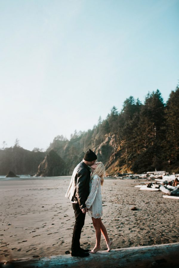 stylish-engagement-photos-on-second-beach-18