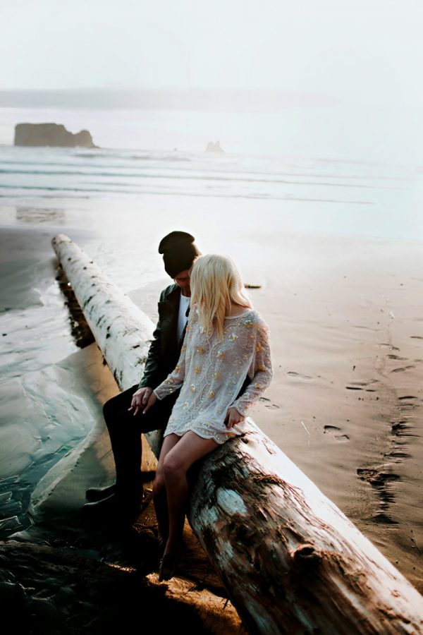 stylish-engagement-photos-on-second-beach-19