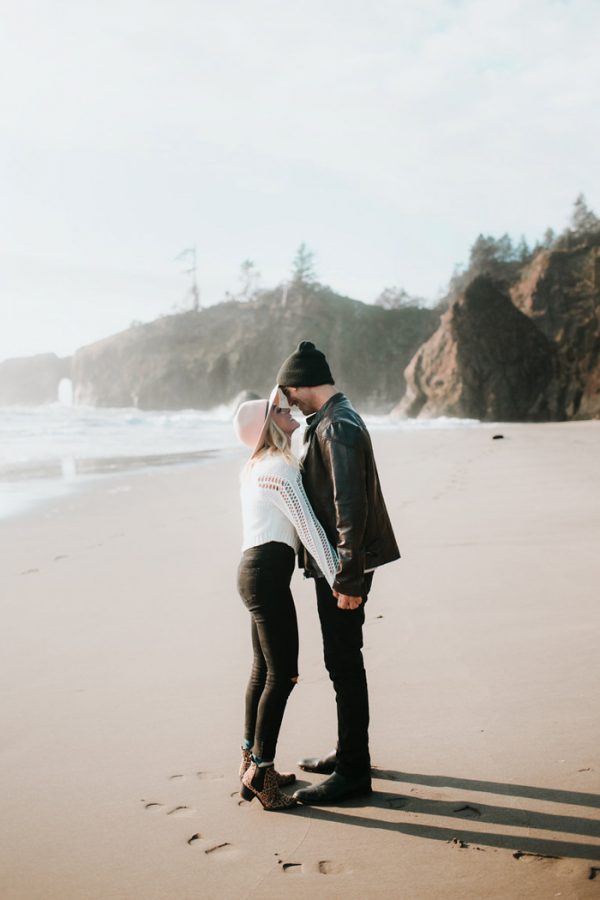 stylish-engagement-photos-on-second-beach-2