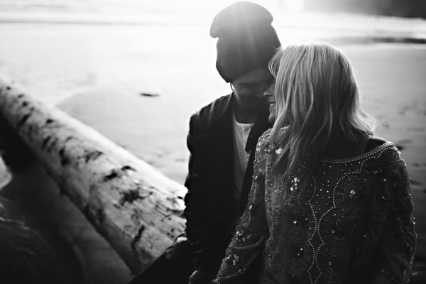 stylish-engagement-photos-on-second-beach-20