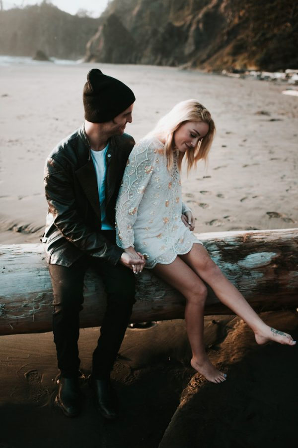 stylish-engagement-photos-on-second-beach-21