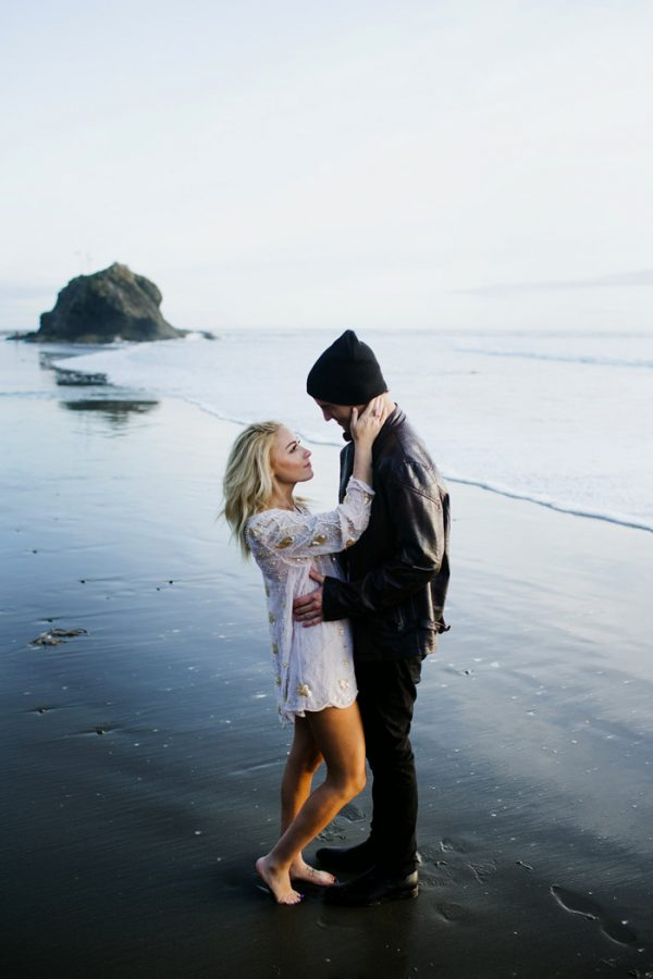 stylish-engagement-photos-on-second-beach-23