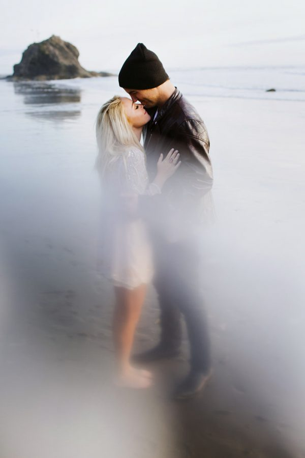 stylish-engagement-photos-on-second-beach-24