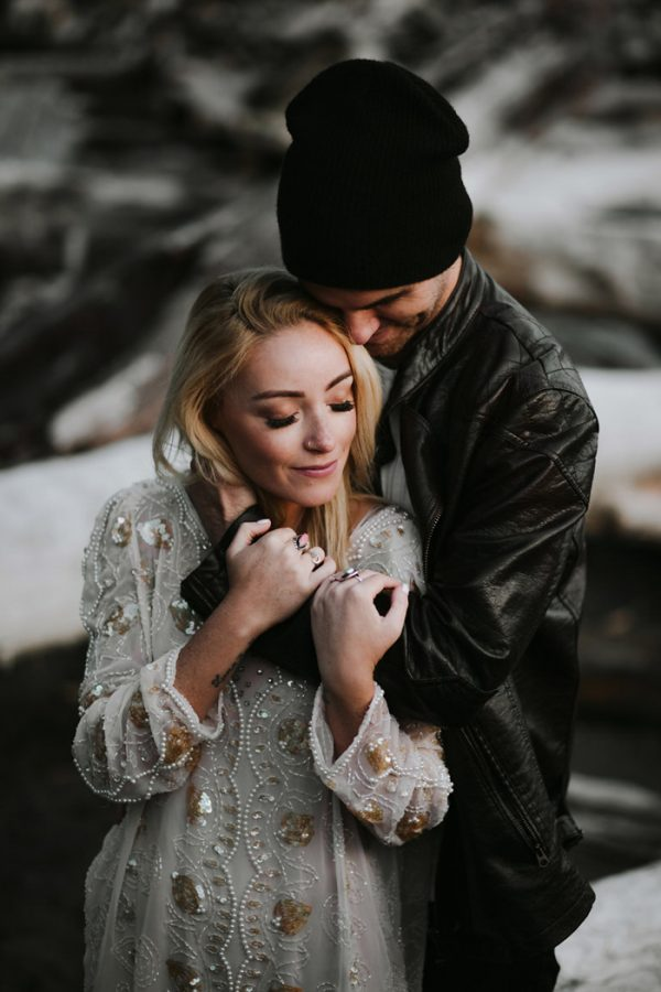 stylish-engagement-photos-on-second-beach-26
