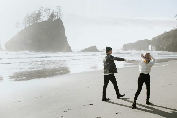stylish-engagement-photos-on-second-beach-3