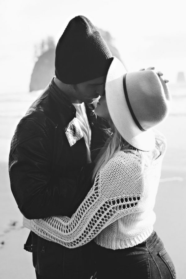 stylish-engagement-photos-on-second-beach-4