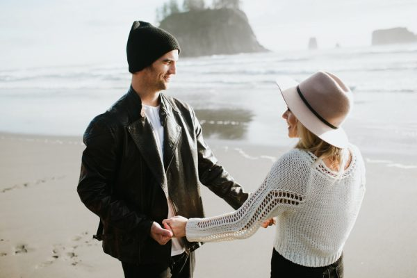 stylish-engagement-photos-on-second-beach-5
