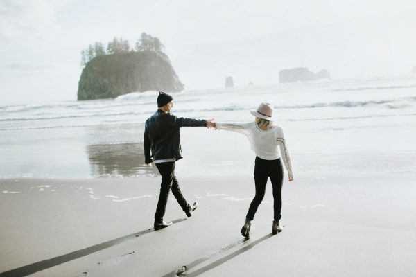 stylish-engagement-photos-on-second-beach-6