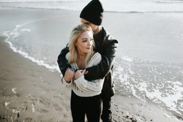 stylish-engagement-photos-on-second-beach-8