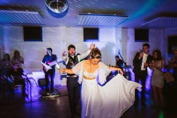 the-party-never-ends-at-this-burning-man-inspired-wedding-on-osea-island-39