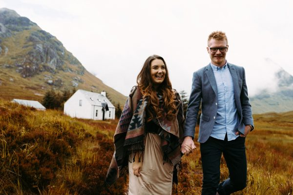 these-wild-portraits-in-glencoe-look-like-the-couple-has-the-world-to-themselves-10