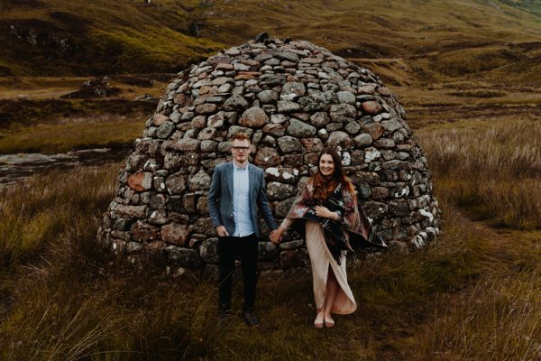 these-wild-portraits-in-glencoe-look-like-the-couple-has-the-world-to-themselves-13