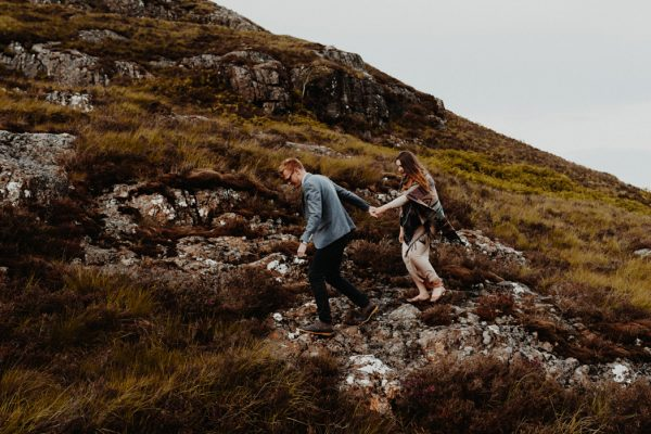 these-wild-portraits-in-glencoe-look-like-the-couple-has-the-world-to-themselves-18