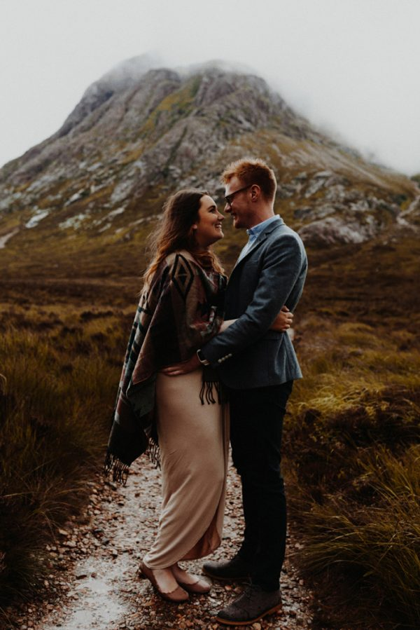 these-wild-portraits-in-glencoe-look-like-the-couple-has-the-world-to-themselves-3