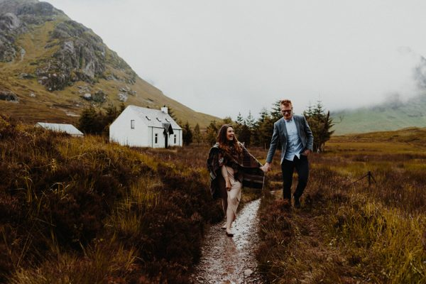 these-wild-portraits-in-glencoe-look-like-the-couple-has-the-world-to-themselves-9