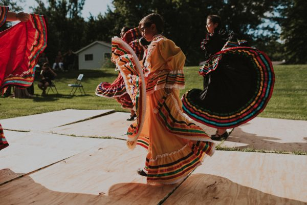 this-backyard-fiesta-wedding-took-notes-from-frida-kahlos-style-25