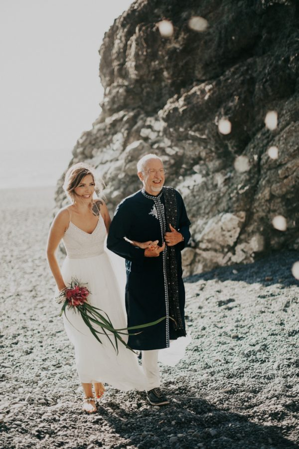this-oceanside-wedding-at-shelter-cove-is-the-epitome-of-laid-back-chic-19