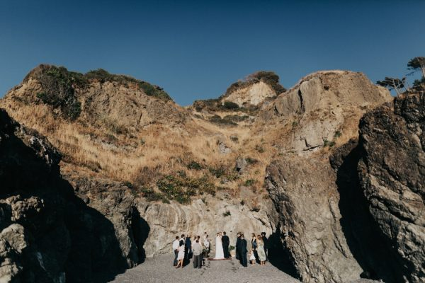 this-oceanside-wedding-at-shelter-cove-is-the-epitome-of-laid-back-chic-20