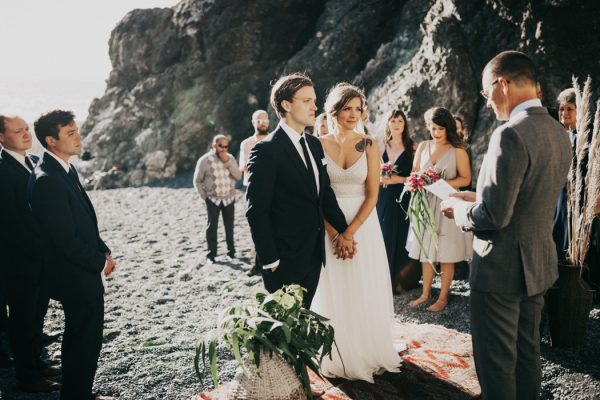 this-oceanside-wedding-at-shelter-cove-is-the-epitome-of-laid-back-chic-21