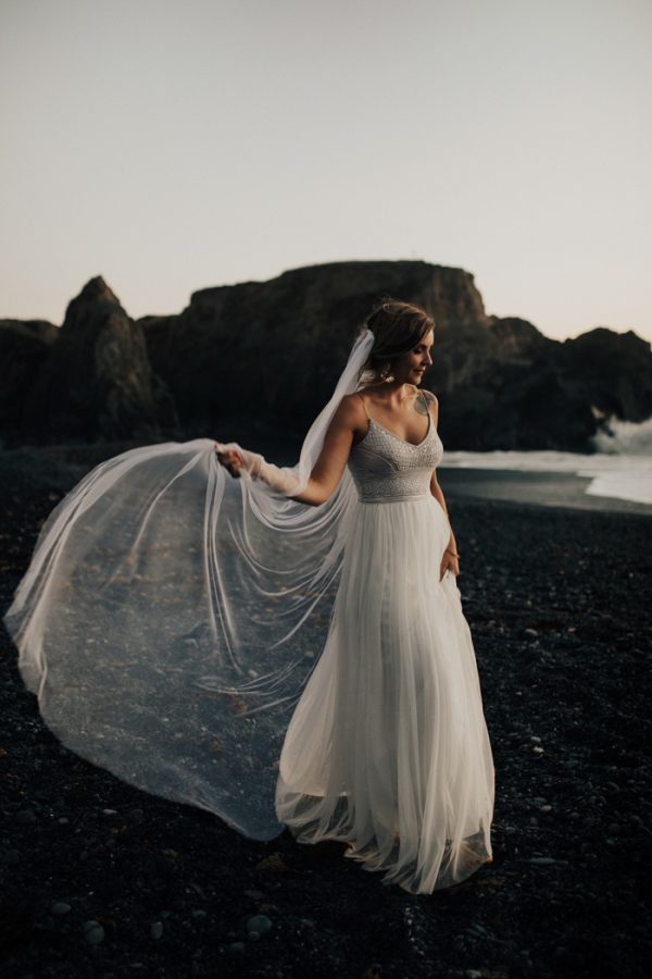 this-oceanside-wedding-at-shelter-cove-is-the-epitome-of-laid-back-chic-46