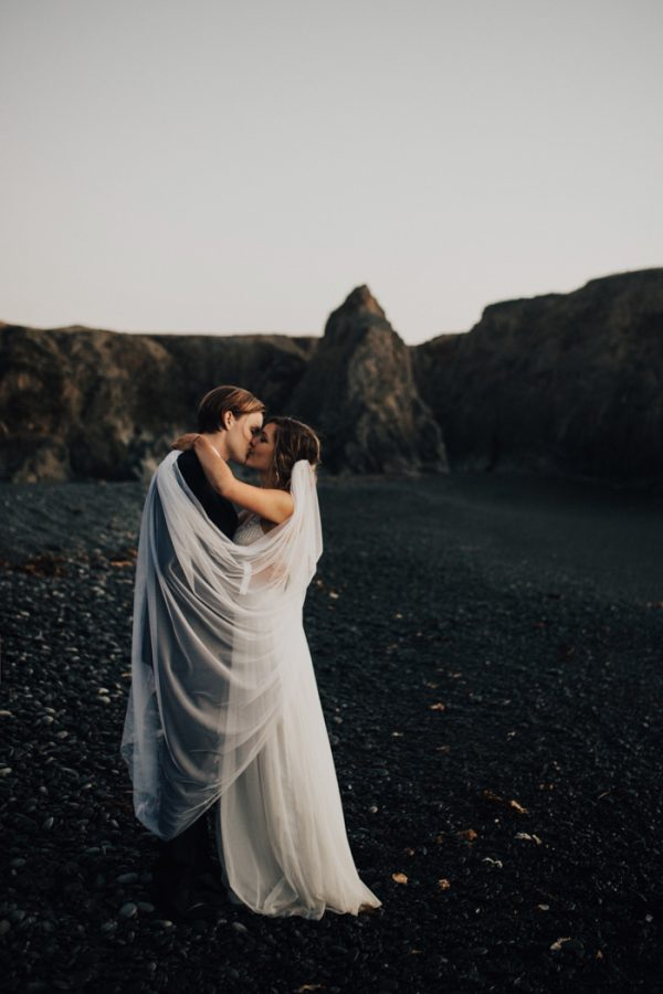 this-oceanside-wedding-at-shelter-cove-is-the-epitome-of-laid-back-chic-47