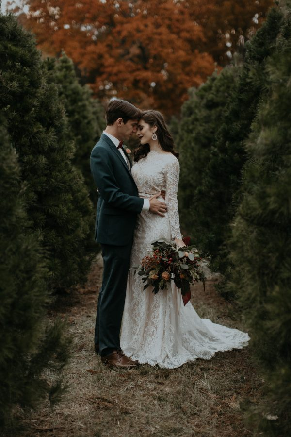 This Christmas Tree Farm Wedding Inspiration Is A Beautiful Blend Of Coziness And Sophistication The Brilliant Minds At Jm Group Focused Shoot