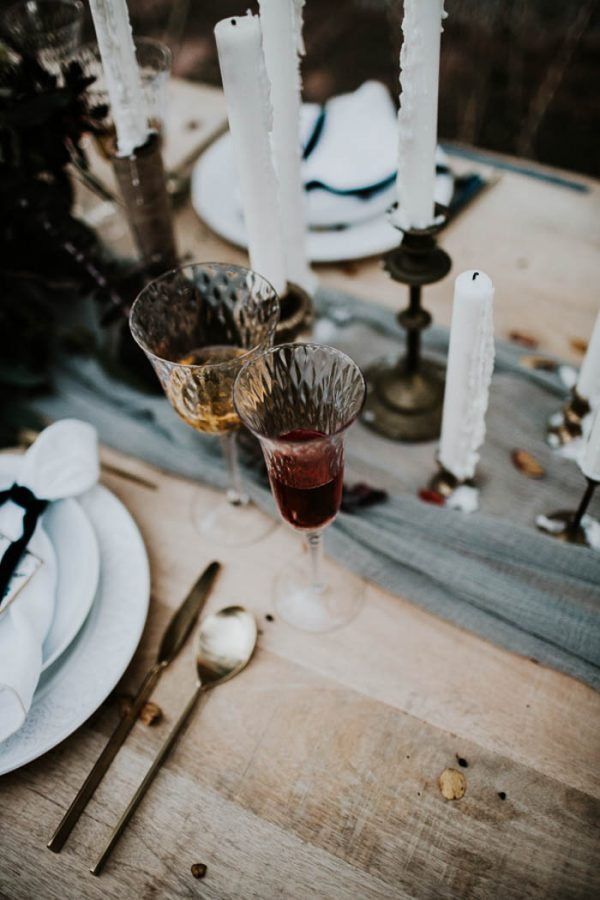 ethereal-and-dark-winter-wedding-inspiration-fresh-and-wood-66