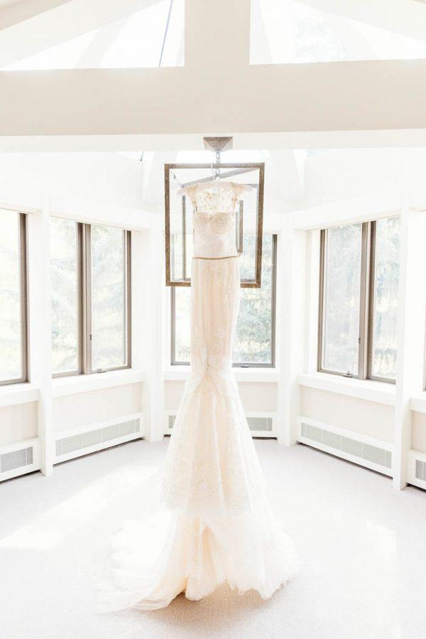 this-elegant-aspen-wedding-at-the-little-nell-has-the-most-breathtaking-backdrop-adonye-jaja-photography