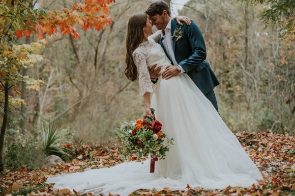 this-vibrant-fall-wedding-inspiration-gives-us-the-warm-fuzzies-weddings-by-alexandra-31