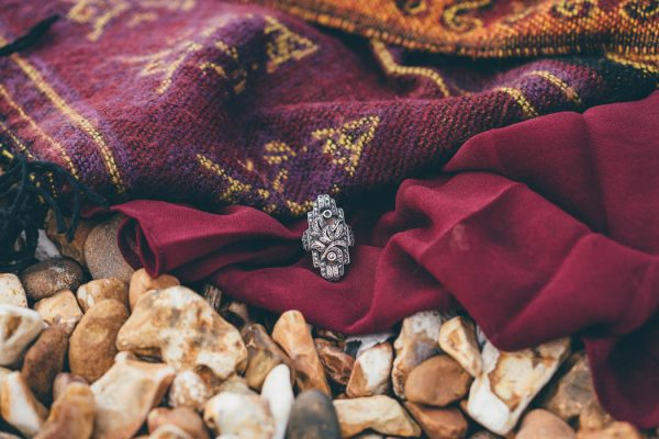 were-obsessed-with-the-bohemian-vibes-in-this-southsea-beach-engagement-hayley-savage-photography-4