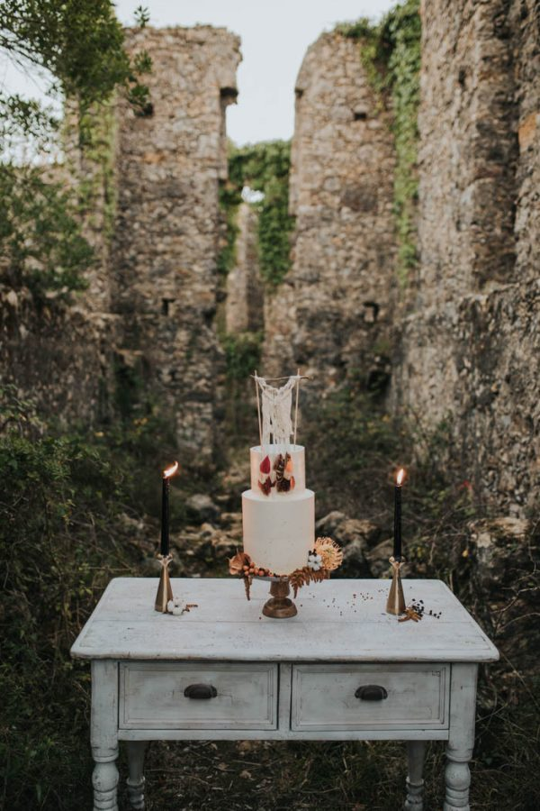 wild-wedding-inspiration-in-portuguese-castle-ruins-my-fancy-wedding-10
