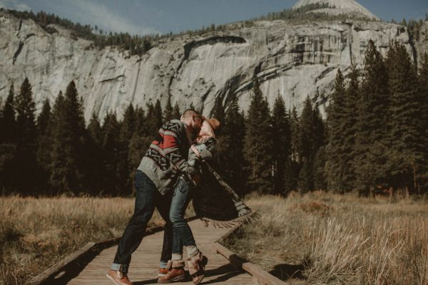 youll-love-the-epic-cuddles-in-this-yosemite-engagement-session-marcela-pulido-photography-11