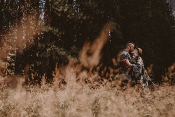 youll-love-the-epic-cuddles-in-this-yosemite-engagement-session-marcela-pulido-photography-2