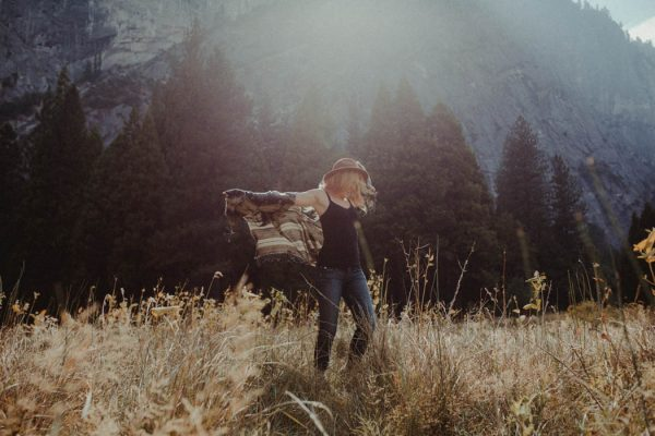 youll-love-the-epic-cuddles-in-this-yosemite-engagement-session-marcela-pulido-photography-5