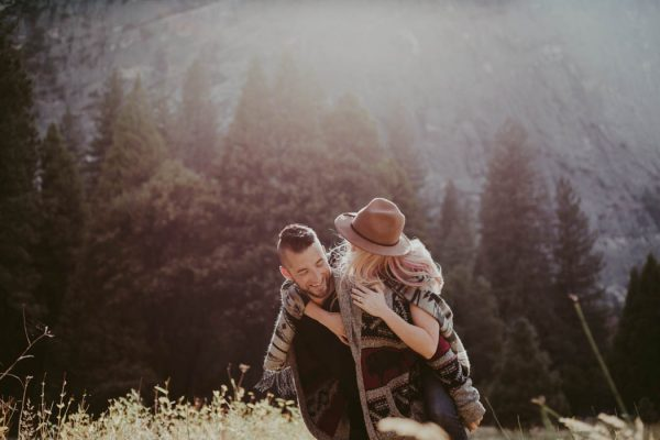 youll-love-the-epic-cuddles-in-this-yosemite-engagement-session-marcela-pulido-photography-8