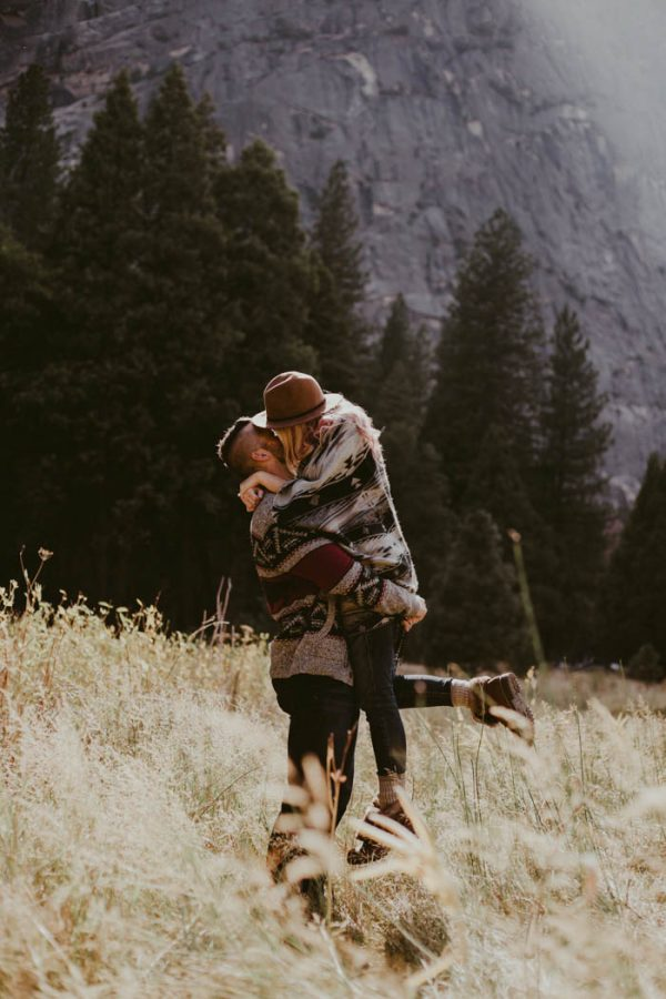 youll-love-the-epic-cuddles-in-this-yosemite-engagement-session-marcela-pulido-photography-9