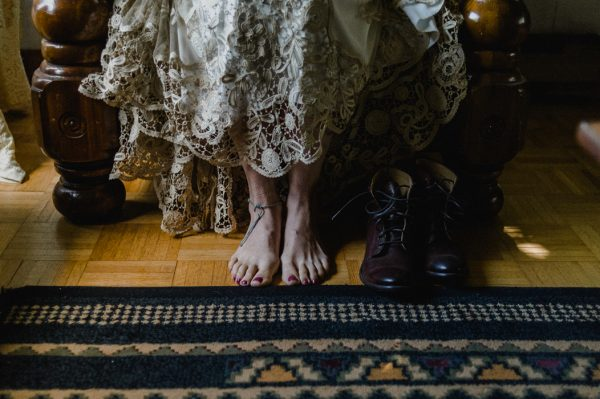 casual-and-intimate-ontario-wedding-at-ainslie-wood-conservation-area-4