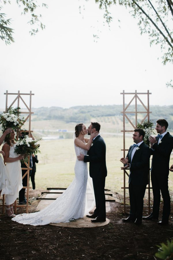 chic-barn-wedding-at-graciosa-byron-bay-16