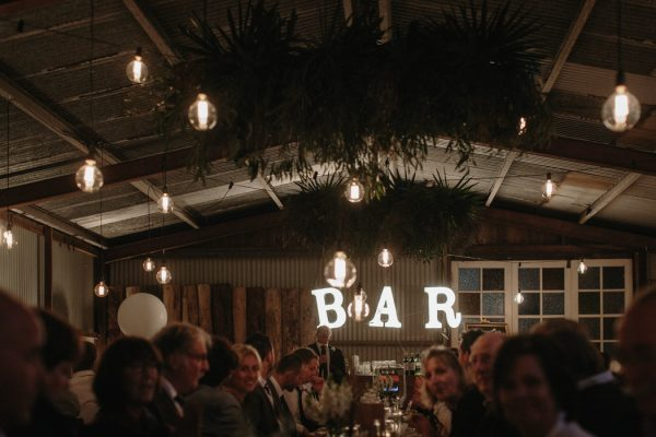 chic-barn-wedding-at-graciosa-byron-bay-40