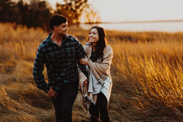 cozy-campfire-engagement-session-at-carolina-beach-state-park-17