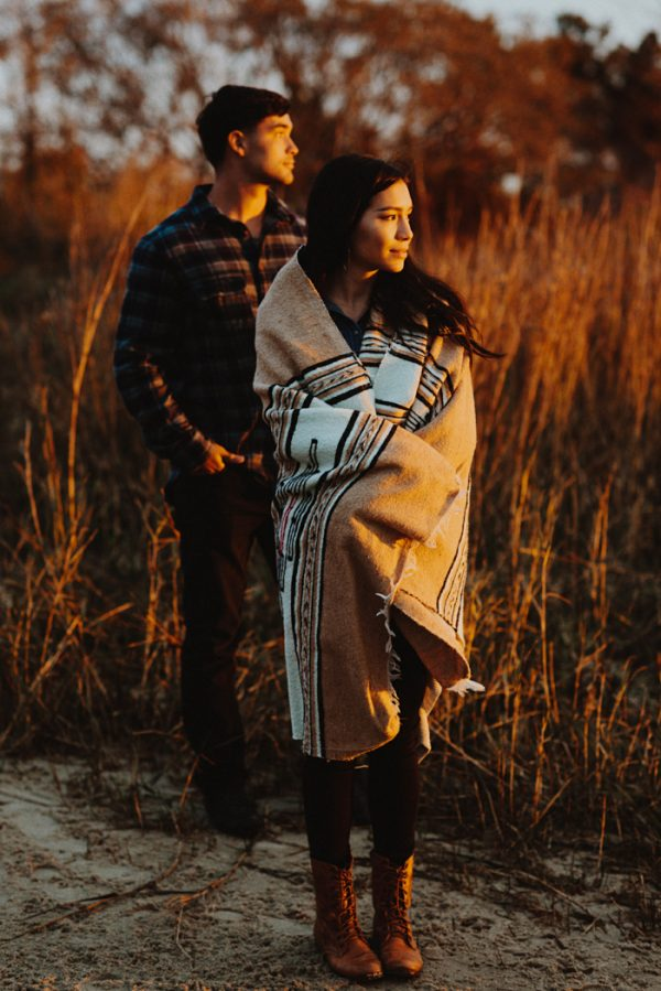 cozy-campfire-engagement-session-at-carolina-beach-state-park-18
