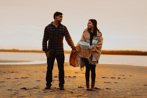 cozy-campfire-engagement-session-at-carolina-beach-state-park-19