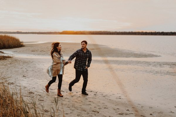 cozy-campfire-engagement-session-at-carolina-beach-state-park-20