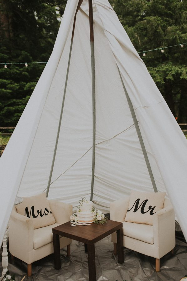 unique sweetheart table teepee