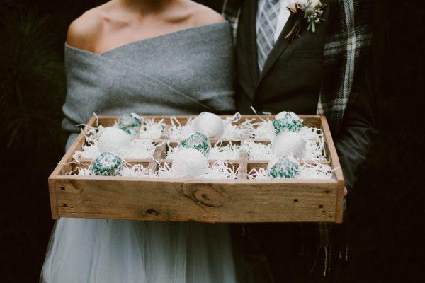 fashionably-cozy-winter-wedding-inspiration-20